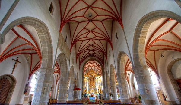 Blick in den sehenswerten Innenraum der Pfarrkirche in Chammünster bei Cham