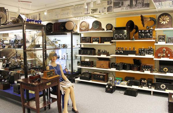 Das Rundfunkmuseum stellt die Entwicklung der Rundfunk- und Fernsehtechnologie dar.