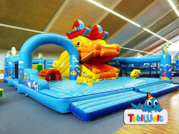 Farbenprächtige Hüpfburg in der Indoor Spielwelt in Cham