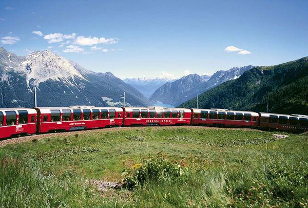 Berninaexpress mit Sicht in Val Poschiavo
