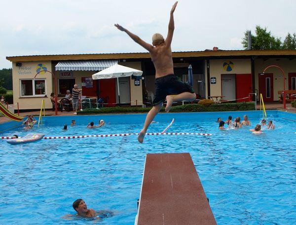 Badespaß im Freibad Vasbeck