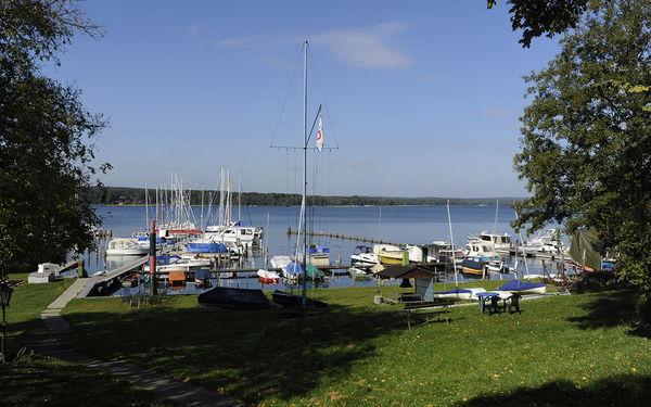 Yachtclub Diensdorf e.V. - Hafenanlage, links schließt ein weiterer Steg an © Christin Drühl