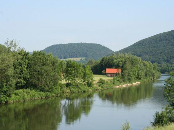 Blick zum Wolfsberg in Dietfurt im Altmühltal