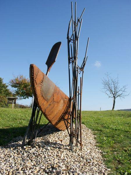 Kunstwerk Paddel und Boot in Dietfurt-Griesstetten im Altmühltal