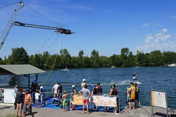 Wassersportanlage am Wake Lake bei Wörth an der Isar