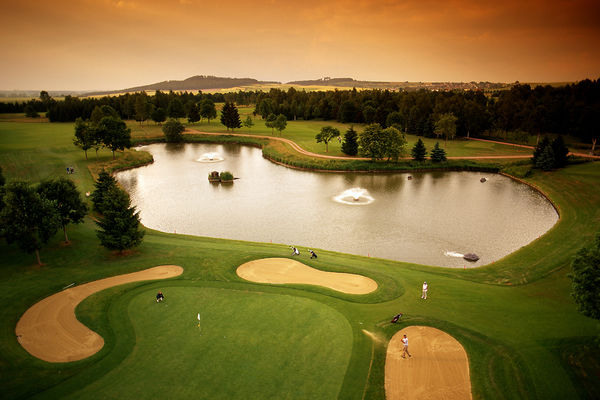Der Golfplatz Öschberghof in der Abenddämmerung