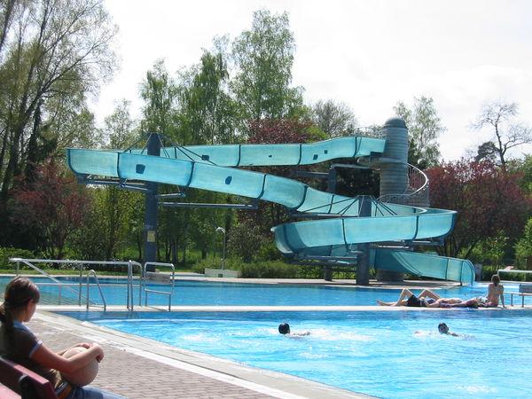 Schwimmbad mit Rutsch
