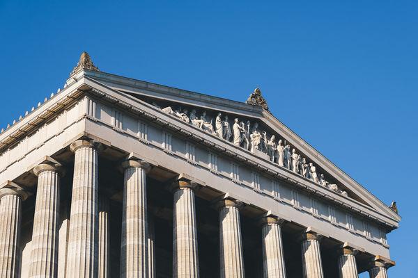 Der Bau der Walhalla orientiert sich am griechischen Parthenon.