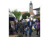 Markttreiben um die Pfarrkirche bei der Drachselsrieder Kirwa