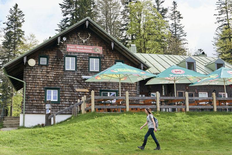 In der Scharebenhütte können Wanderer einkehren und übernachten