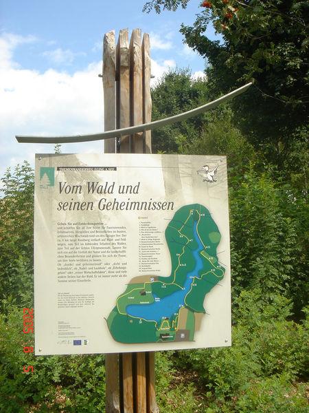 Infotafeln erzählen Wissenswertes zur Natur von Eging am See