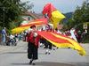 Fahnenschwinger beim Volksfestumzug in Eging am See im Bayerischen Wald