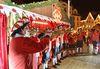 Weihnachtlicher Posaunenchor auf der Showbühne beim Ehinger Weihnachtsmarkt