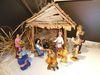 Krippenfiguren in prächtigen Brokatgewändern aus Thailand im Krippenmuseum Oberstadion