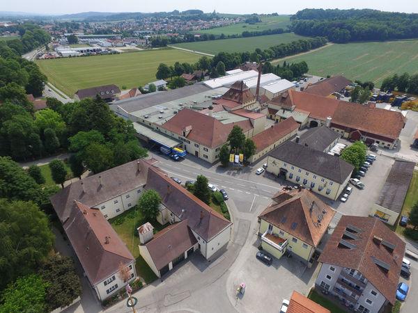 Blick von oben auf die Gräfliche Brauerei Arco Valley GmbH & Co. KG