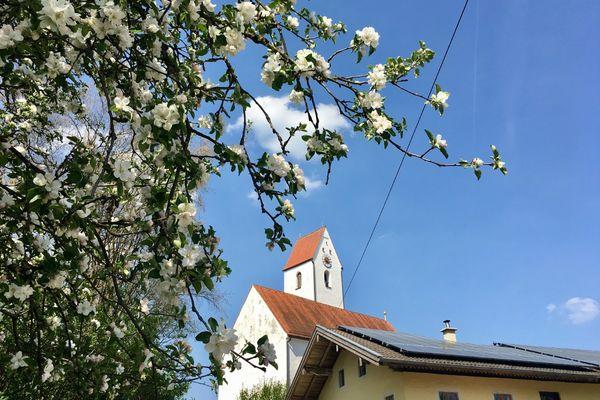 Kirche Heilig Kreuz in Aham