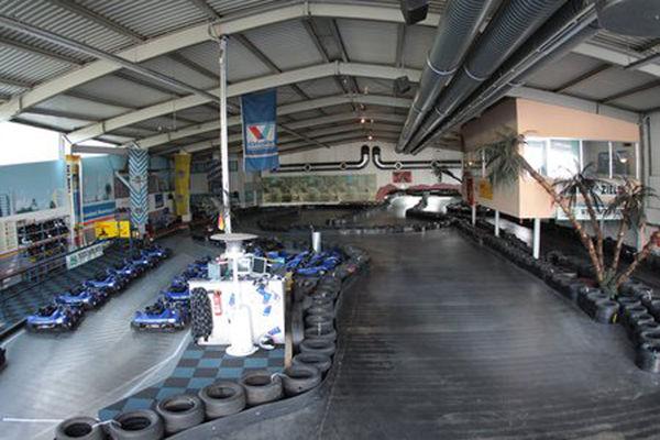 Indoor-Kartbahn bei Wasserburg.