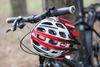 Fahrrad mit Helm am Baum, Foto: Florian Läufer