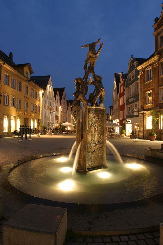 Brunnen am Fuchseck bei Nacht