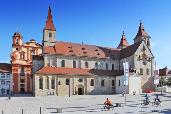 Ellwangen_Basilika mit ev. Kirche