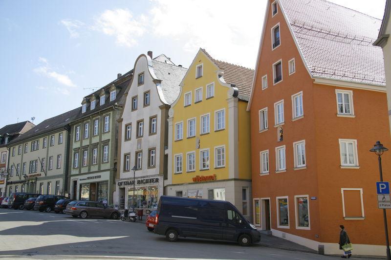 Stiftherrenhäuser am Marktplatz in Ellwangen