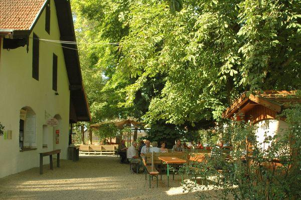 Biergarten im Schloss Ratzenhofen bei Elsendorf
