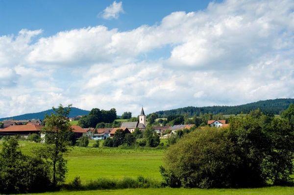 Eppenschlag ist eine kleine ländliche Gemeinde im Herzen des Bayerischen Waldes mit ihren Wiesen, Wäldern, Bächen, Dörfern, in einer behutsam gestalteten Kulturlandschaft.
