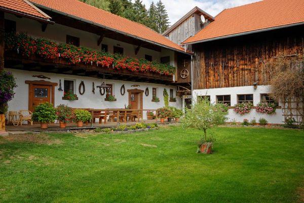 Bayerwald Ferienhof Schmid F**** mit 5 Ferienwohnungen