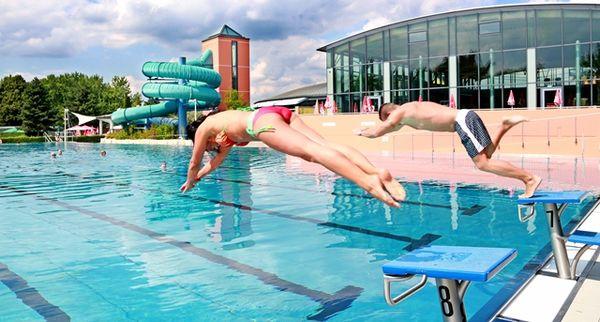 Im Sommer lädt das Freibad des ERGOMAR Ergolding zu ausgiebigem Schwimmen und Baden ein.