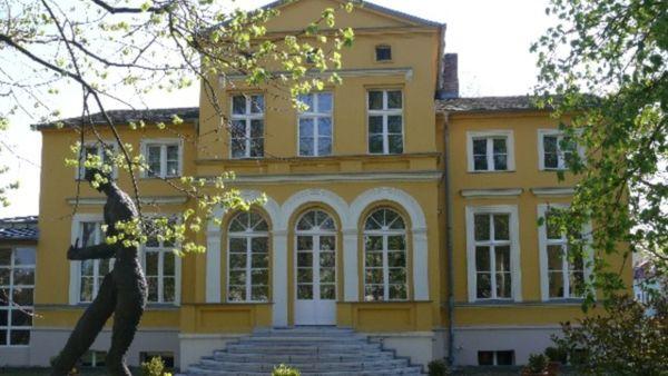 Erkner - Stadt an der Spree, auf dem Bild: Das Gerhard Hauptmann Museum