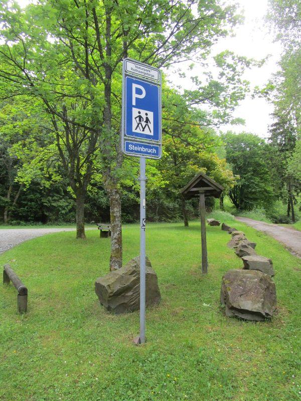 Verkehrszeichen verweist auf den Wanderparkplatz.