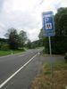 Das Verkehrsschild weist den Weg zum Wanderparkplatz.