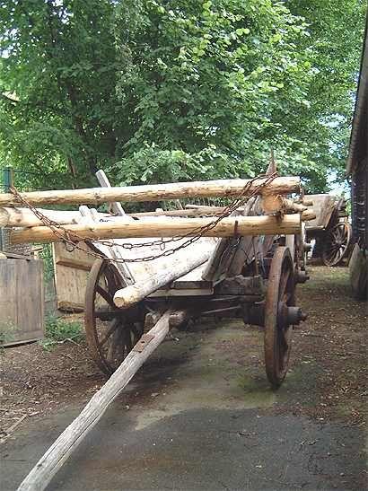 Auf dem Heimathof in Erwitte kann man alte landwirtschaftliche Geräte sehen.