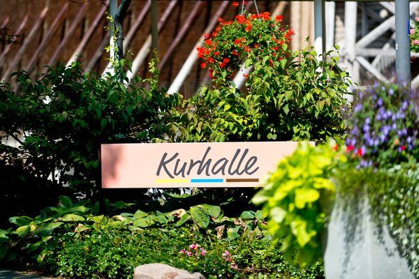 Ein beliebter Treffpunkt in Bad Westernkotten ist die Kurhalle im Kurpark.