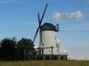 Diese Windmühle ist das Wahrzeichen des Ortsteils Schmerlecke.