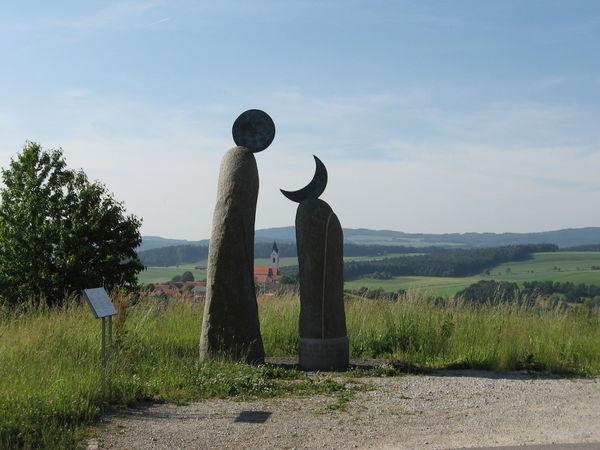 Skulpturen auf dem Kunstwanderweg Eschlkam