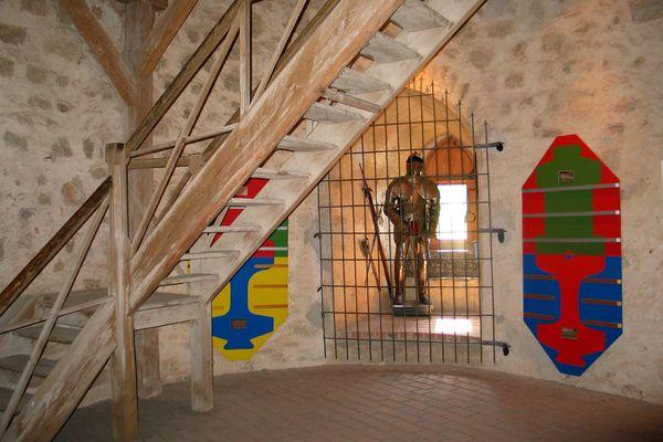 Innenraum des Bergfrieds der Burgruine Randeck in Essing
