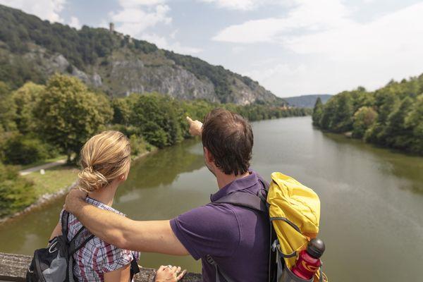 Ausblick von der Holzbrücke Tatzlwurm auf den Main-Donau-Kanal und Essing