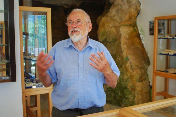 Museumsgründer des Urgeschichtlichen Felsenhäusl-Museums Hermann Schäffer v