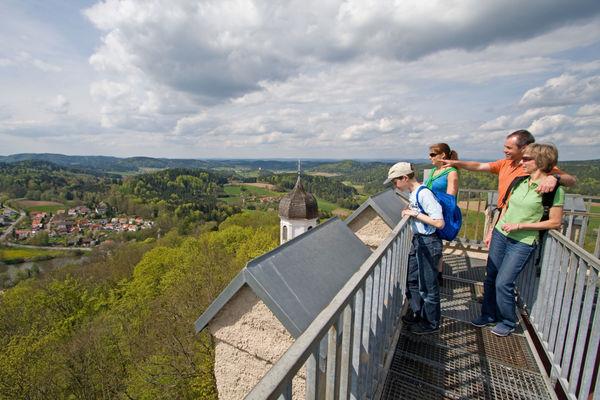 Traumhafte Aussicht vom Turm der Burg Falkenstein