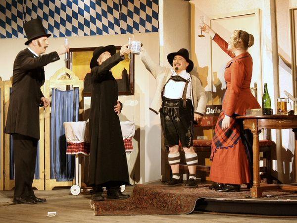 Szene aus einem Theaterstück der Burghofspiele Falkenstein