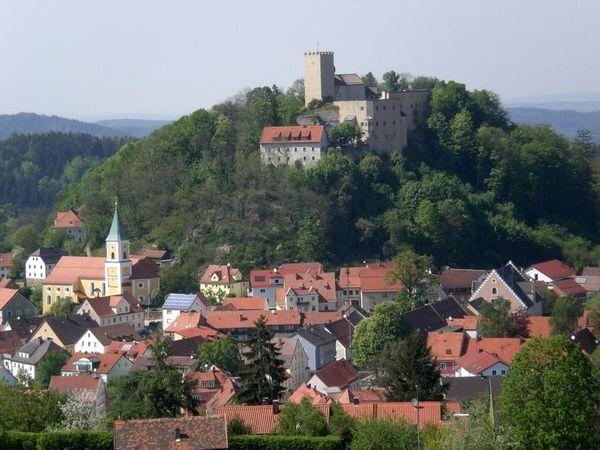 Zwischen Donau und Regen liegt der Falkensteiner Vorwald. Sein Mittelpunkt ist der Markt und Luftkurort Falkenstein.