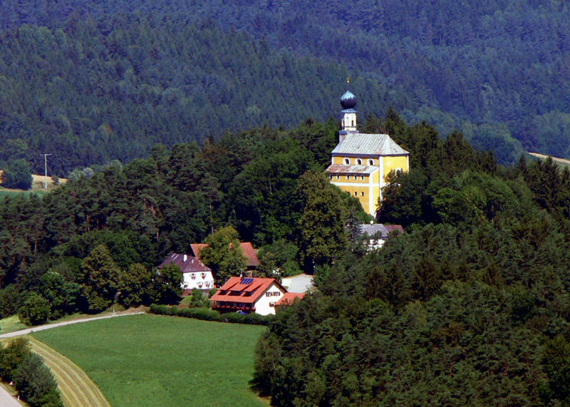 Blick auf die Filialkirche in Marienstein bei Falkenstein im Naturpark Oberer Bayerischer Wald