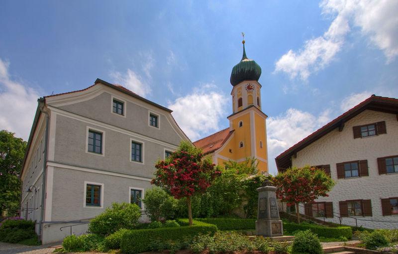 Blick auf die Pfarrkirche ST. VALENTIN in Arrach bei Falkenstein im Vorderen Bayerischen Wald