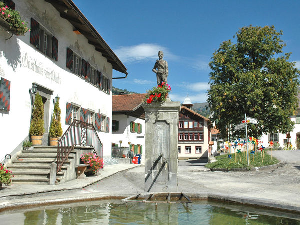 Der Dorfbrunnen beim Platzhaus