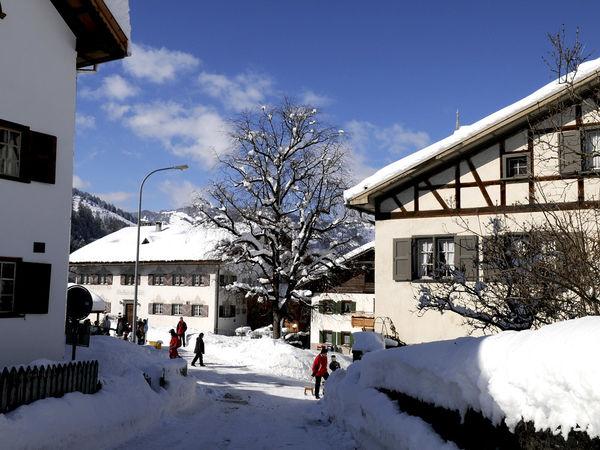 Wunderbare Patrizierhäuser bilden den Dorfkern