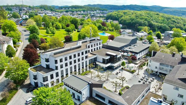 Rathaus Gemeinde Finnentrop mit Finto und Marktplatz