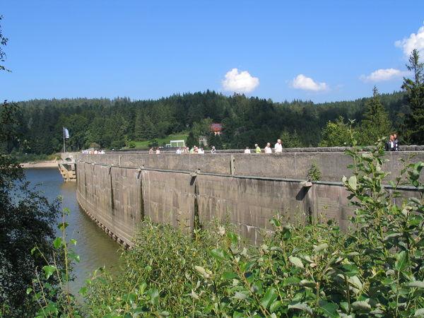 Staumauer der Schwarzenbachtalsperre bei Forbach