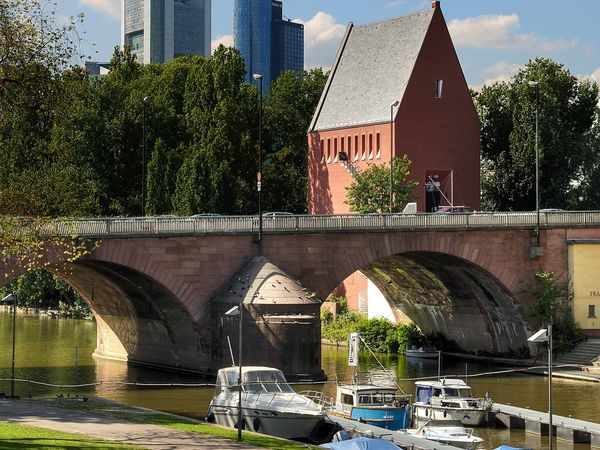 Portikus und Alte Brücke Frankfurt