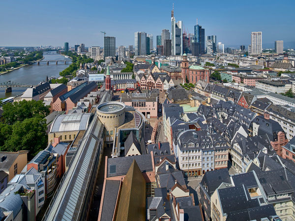 View of the SCHIRN KUNSTHALLE FRANKFURT with Skyline